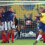 Sejarah Hari Ini, Tendangan Pisang Legendaris Roberto Carlos